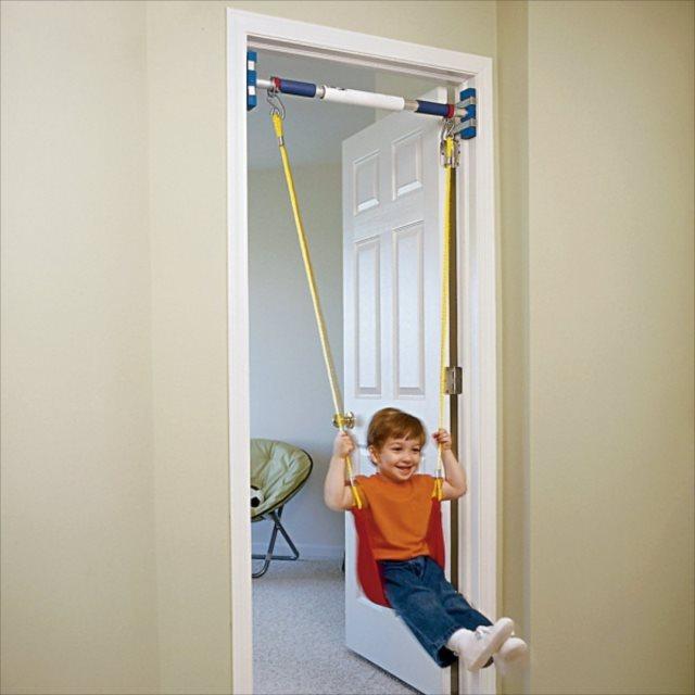 室内に本格的なブランコを設置するアイデア