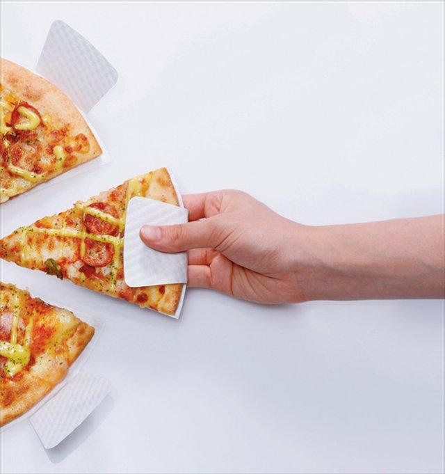 これは日本も採用すべき!手が汚れない画期的なピザ用の紙皿