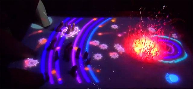 水面がタッチパネルになる近未来ディスプレイ「AquaTop Display」が凄いぞ!