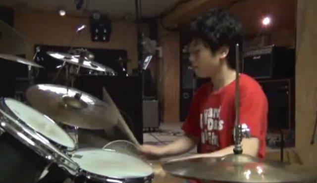 日本の少年ドラマー「山近 拓音」のテクニックが神すぎると海外で話題に