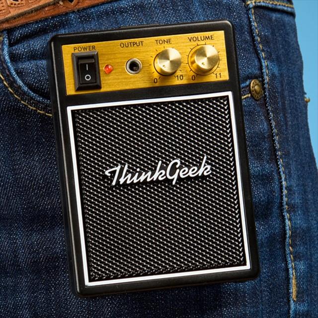 実際に弾けるエレキギターのプリントTシャツ「Electronic Rock Guitar Shirt」