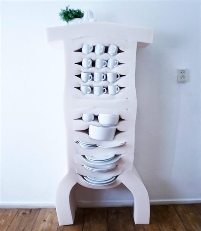 めちゃくちゃ強引に収納できる柔らかいキャビネット「soft cabinets」