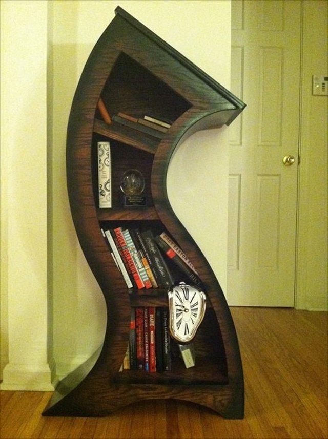 グニャグニャに曲がった本棚「Curved Bookshelf」