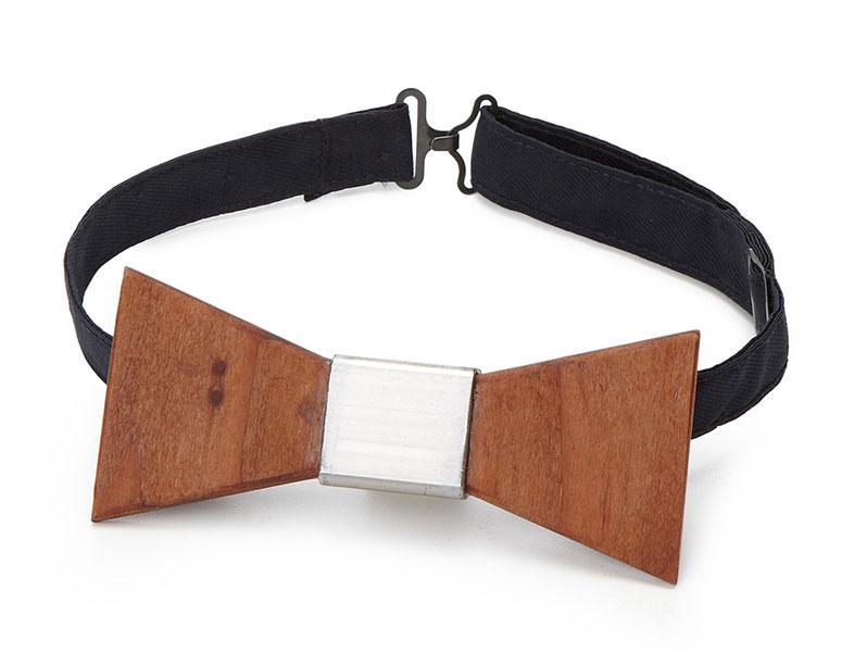 新手の武器かと思ったら木製のネクタイでした「Wooden Tie」