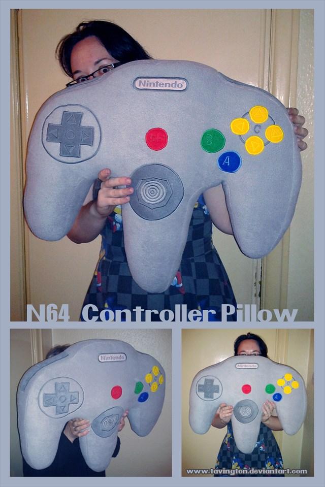 欲しい!スーパーファミコンのコントローラー型の巨大な枕「Controller Pillow」