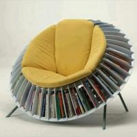 本好きには便利かも?周りに回転する本棚が付いた椅子「Round Chair Bookcase」