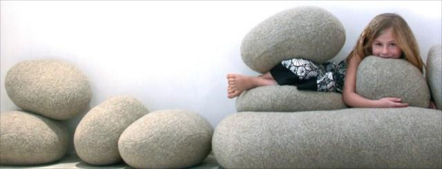 河原の小石が巨大化したようなクッション「livingstones」が素敵すぎる!