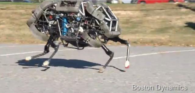 ボストンダイナミクス社の開発した「猫の走り方を再現したロボットが」凄い