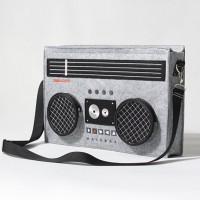 80年代を彷彿させるレトロなブームボックス風バッグ「Classic 80′s Boombox Bag 」