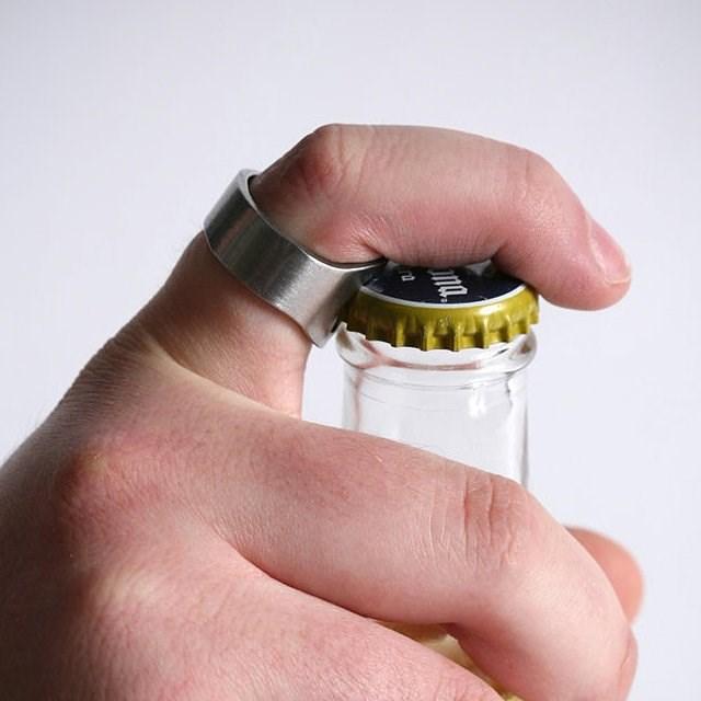 これはカッコイイかも!瓶の蓋をCOOLに開けれる指輪「Bottle Opener Ring」