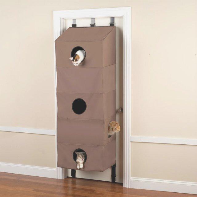 これは画期的!ドアに取り付けることができる猫マンション「Door Hanging Cat Condo」