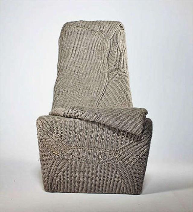 ニットセーターと椅子が合体した着れる椅子!?「Knit Sweater Chair」