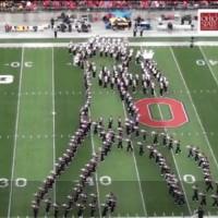 【動画】人文字でムーンウォーク!オハイオ州立大学のマーチングバンドによるマイケルへのトリビュートが凄い