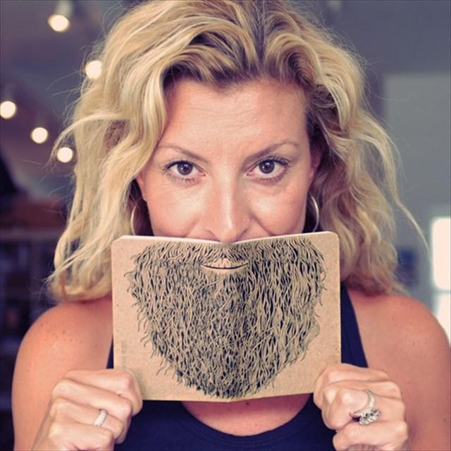 一瞬で髭モジャになれるノート「NOTEBOOK BEARD」