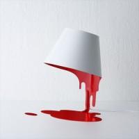 血がダラァ・・・と垂れてきたようなデザインのルームランプ「Liquid Lamp」