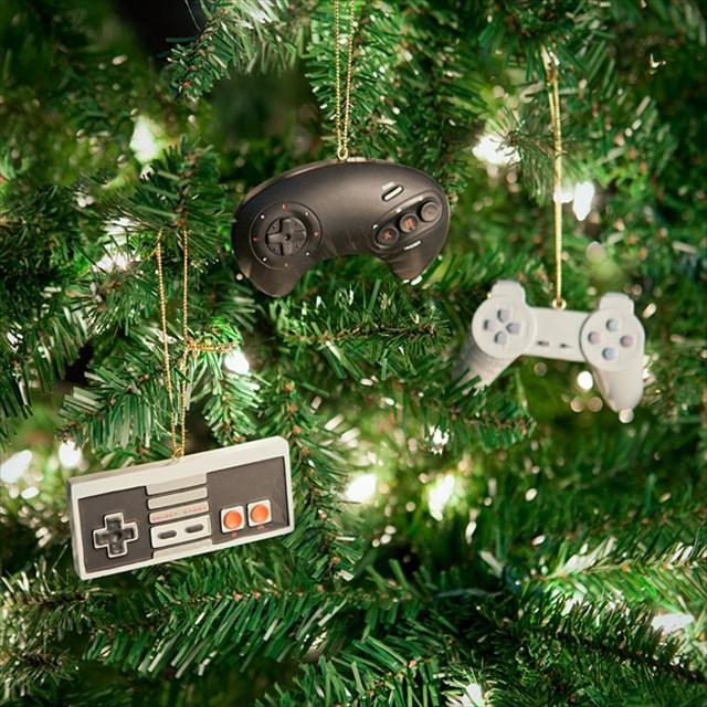 ゲーマー専用!?レトロゲームコントローラー型のクリスマスオーナメント