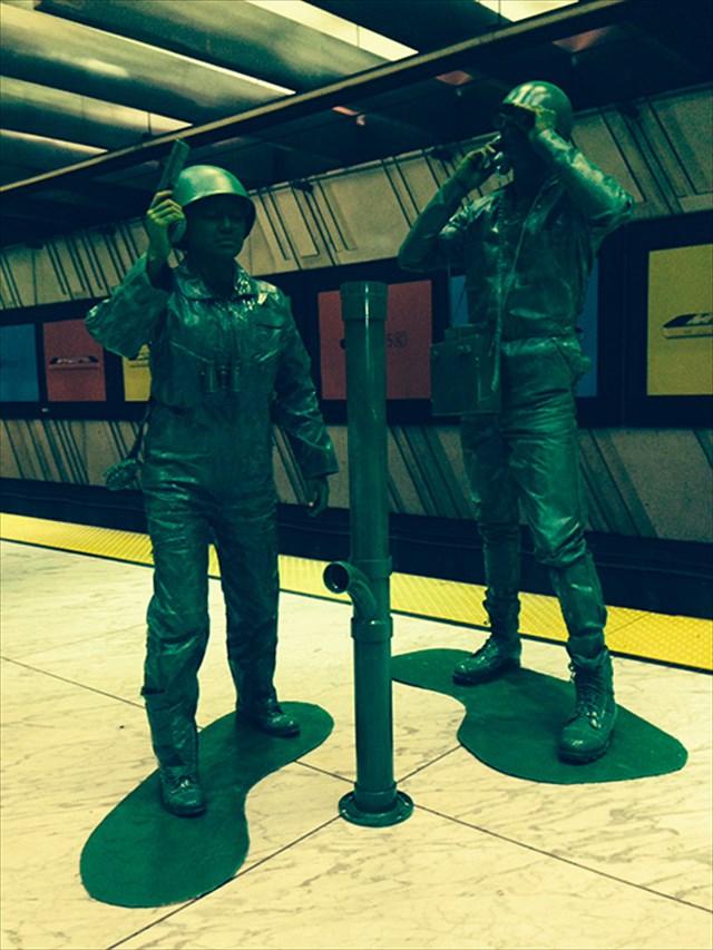 緑色のプラスチックの兵隊「アーミーマン」のコスプレがハイレベル過ぎる!