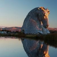 7年間を費やして制作した高さ30mの巨大な馬の頭のオブジェが美しい!