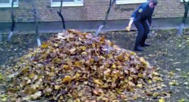 【動画】一体何事!?焚き火をしようと落ち葉に火をつけた瞬間大爆発!