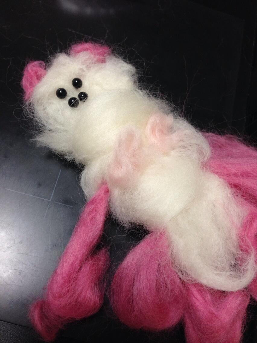 「可愛いフェルトのクマを作るつもりがとんでもない物ができた」とTwitterで話題