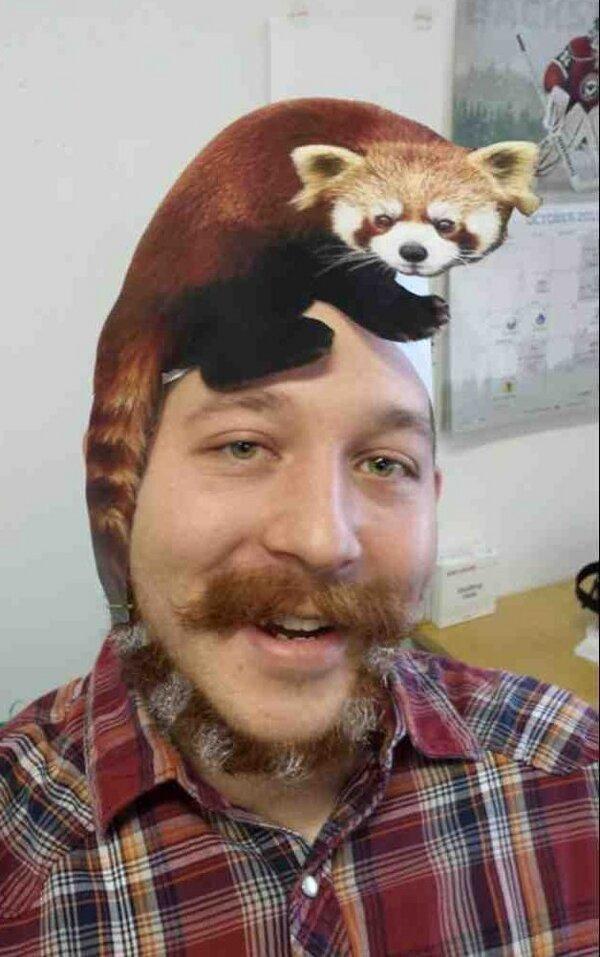 【小ネタ】髭をレッサーパンダの尻尾みたいにしちゃった人が凄い!
