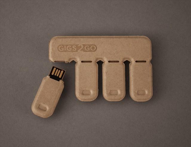 本当に使い捨て可能なポキッと折って渡せる再生紙で作られたUSBメモリ「Gigs 2 Go」