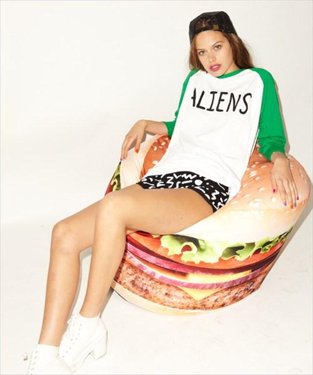 これは可愛い!でっかいハンバーガー型のクッション「Burger Bean Bag」