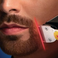 剃る位置をレーザーで表示してくれるヒゲ剃り「Laser-Guided Beard Trimmer 9000」が凄いぞ!