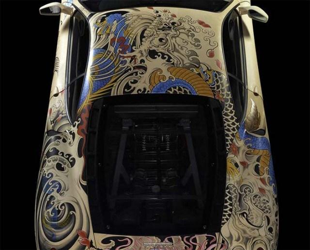 フランス人アーティストPhilippe Pasquaが手掛けた「刺青入りフェラーリ」が渋い!
