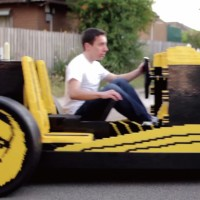 50万個以上のLEGOブロックで作られた乗車可能な車「Life Size Lego Car」