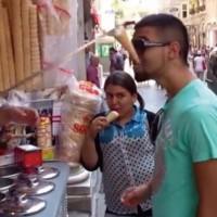 【動画】トルコアイス屋の客をおちょくりまくって翻弄するパフォーマンスが凄いw