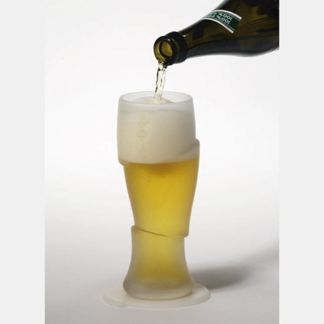 ルパンの五右衛門が斬鉄剣で斬ったあとのようなデザインのビールグラス