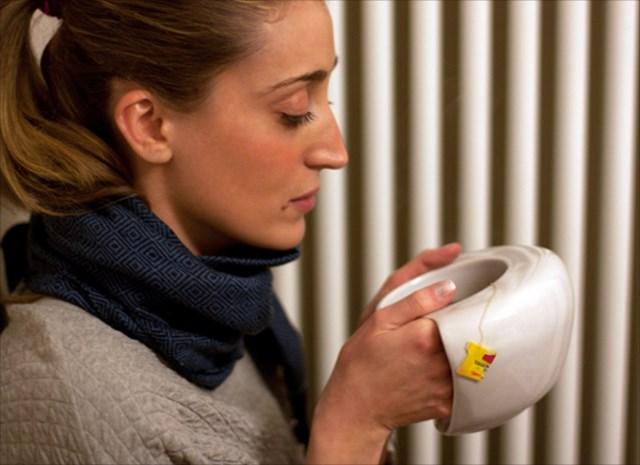 寒い冬に是非欲しい!手を入れて温めることができるマグカップ「Hand Warmer Mug」