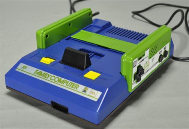 ルイージ生誕30周年を記念して作られた「ルイージカラーのファミコン」が凄い!