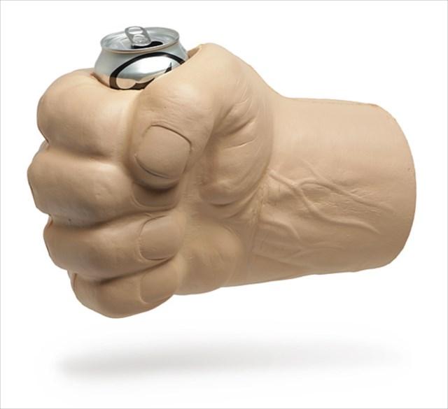 拳を巨大化して缶ビールを握り潰せ!「Hill Giant Fist of Drinking」というドリンクホルダーが面白い