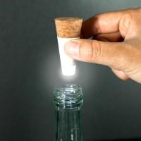 ただのボトルをお洒落なインテリアに変えるUSBで充電可能な光るコルク「Bottle Light」が超格好いい!