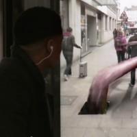 【動画】バス停に仕掛けられた超ハイテクドッキリ by Pepsi Max