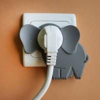 コンセントを「象」に変える可愛いカバー「elephant in the room」