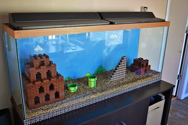 LEGOや自作パーツでスーパーマリオの世界観を再現した水槽が凄い!