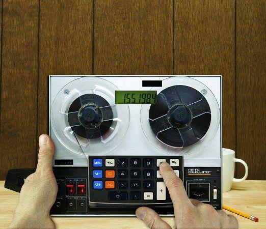これいいね!レトロなテープレコーダー型の電卓「Mustard Retro Calculator」