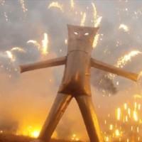 目の前で花火が暴発しても大丈夫!?突っ込みどころ満載な対花火アーマー「FIREWORK SAFETY SUIT」