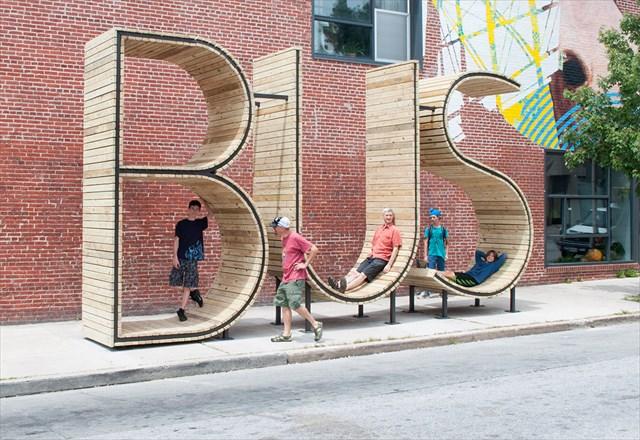 米国ボルチモアにある「世界一分かりやすいバス停」