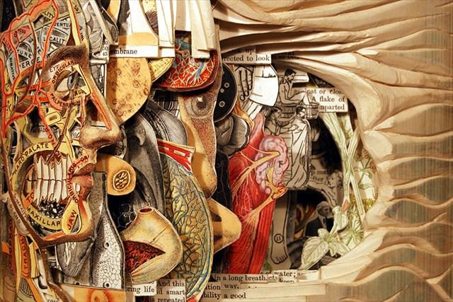 凄まじい細かさ-手術道具を使って本の挿絵を残して彫っていく「本の彫刻」