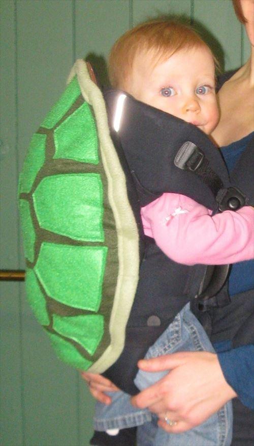 タートルズっぽくなれる亀の甲羅型の赤ちゃん用抱っこ紐が可愛い!