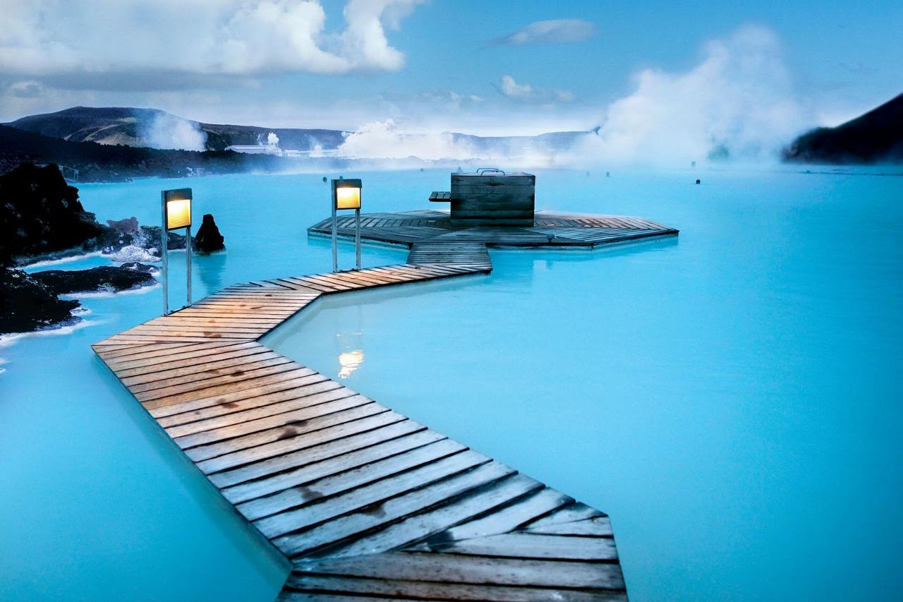 アイスランドにあるこの世とは思えない美しさの地熱スパ「BLUE LAGOON」