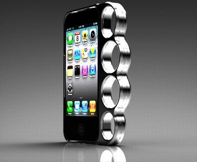 攻撃を+5アップさせるメリケンサック型のiPhoneケース「Knucklecase」