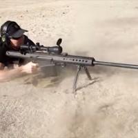 【動画】iPhone6をブローニングM2重機関銃(.50 Cal)で撃ち抜いたらどうなるか実験してみた