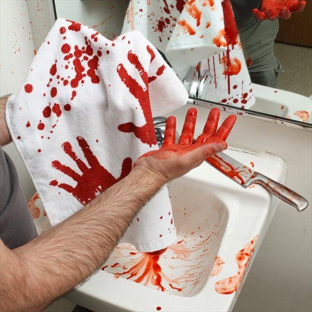 過ちを犯してしまった気分になれるハンドタオル「Blood Bath Hand Towel」