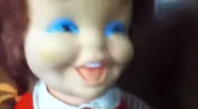 【動画】完全に呪われてる・・・トラウマレベルで怖い笑い方をする玩具