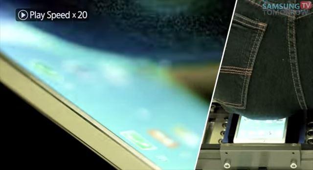 サムスンがiPhone6への当て付け?で作った曲がりをテストする「お尻踏みつけマシーン」が話題